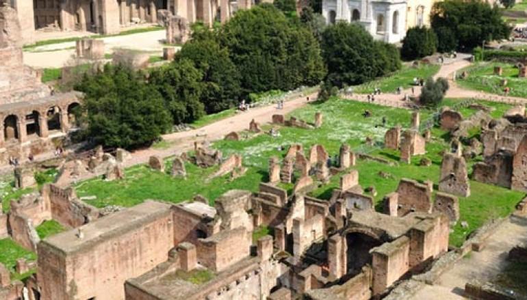 Bambini a caccia del personaggio storico al Foro Romano