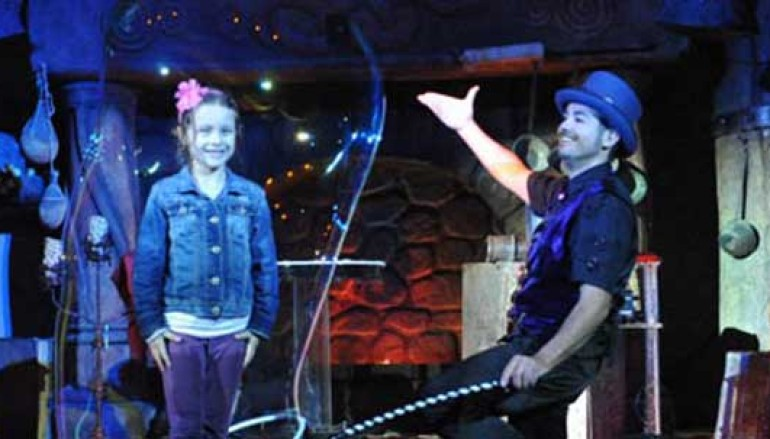 Teatro visuale, mimo, magia al Vascello dei ragazzi per lo spettacolo Magic Bubble Show