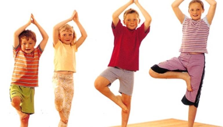 Corso di Yoga per bambini alla Libreria Tana Liberi Tutti a Testaccio