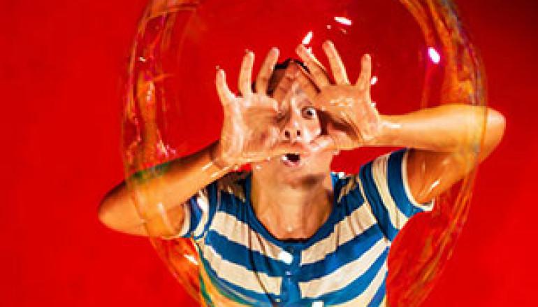 Al Teatro Greco di Roma Ribolle lo Spettacolo di bolle di sapone