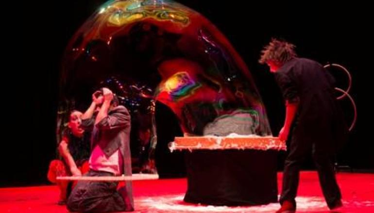 Bolle di Sapone in su! lo spettacolo di bolle di sapone al teatro Mongiovino