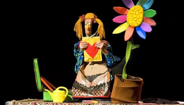 Laura Kibel con A piede libero spettacolo per bimbi al teatro Vittoria